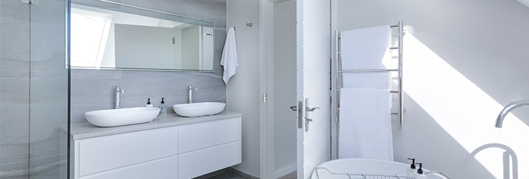 Simple ways to make your Bathroom look spacious
