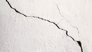 Cracks on plastered surface