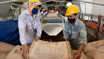 Placing of Cement Bags